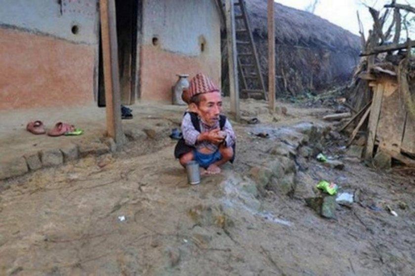 56 santimetrelik Nepalli dünyanın en kısa erkeği olarak Rekorlar Kitabı'na girmeye hazırlanıyor. 72 yaşındaki Nepalli'nin birkaç gün içinde başkent Katmandu'da Guinness yetkilileriyle bir araya geleceği belirtildi.