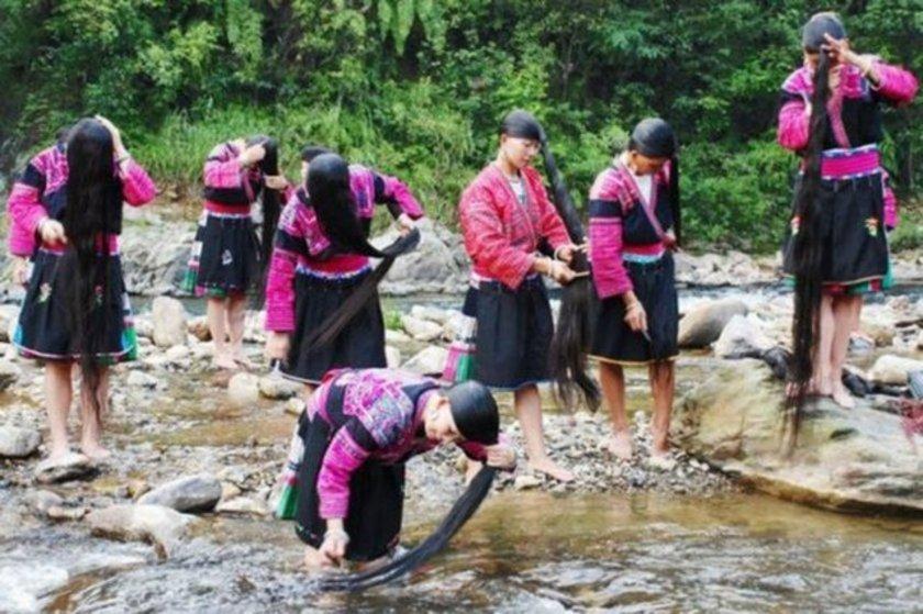 Çin'in Huangluo Köyü'ndeki kadınların saç uzunluğu ortalaması 1.7 metre.