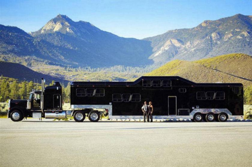 22,933 kilogramla en ağır limuzin olan \
