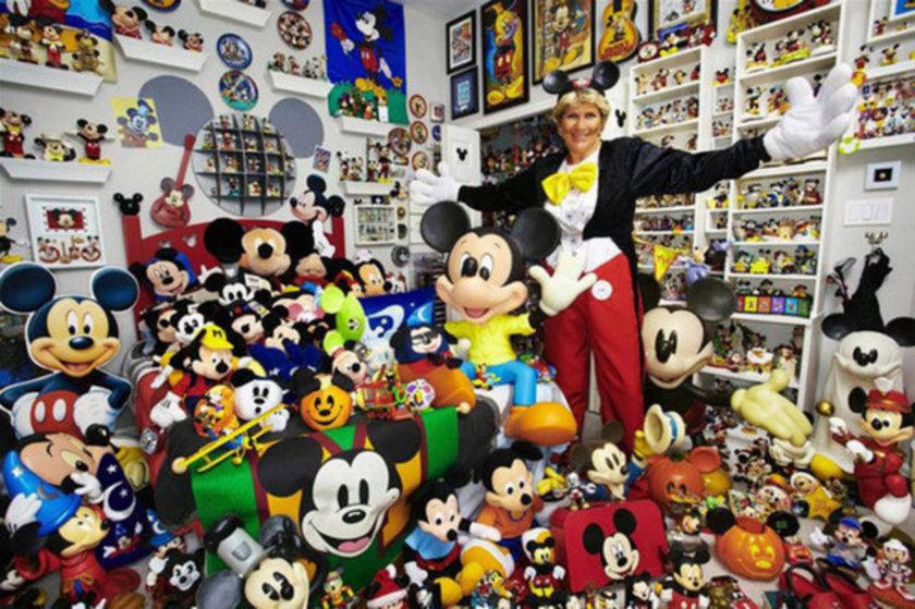 1960'tan itibaren Mickey Mouse eşyaları toplayan ABDli Janet Esteves, 2,760 değişik Mickey Mouse parçasının sahibi.