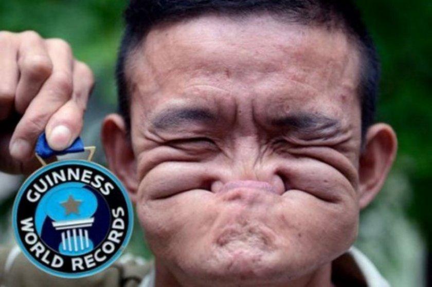 """Çin'de yaşayan Tang Shuquan """"Dünyanın en kıvrak yüzü"""" unvanını alarak Guinness Rekorlar Kitabı'na girdi. Shuquan burnunu ağzının içine alabiliyor. """"Dünyanın en kıvrak yüzlü insanı"""" olan Shuquan madalya ve 10 bin dolar para kazandı."""
