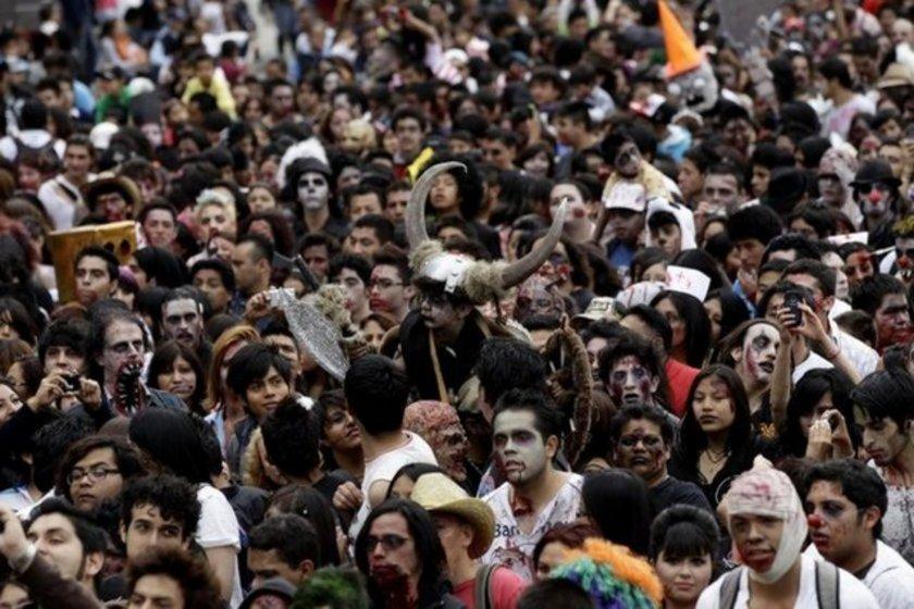 Meksika'da en kalabalık zombi yürüyüşü binlerce kişinin katılımıyla gerçekleşti. Bu yürüyüş Guinness Rekorlar Kitabı'na girdi.