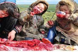 Çiğ çiğ yiyorlar!