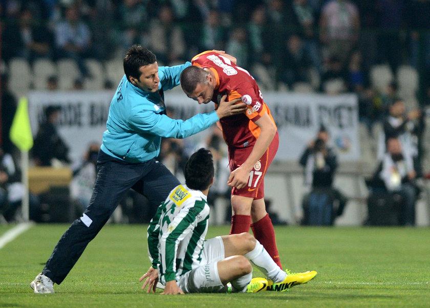 Pozisyon sonrası hakem İlker Meral her iki futbolcuya da sarı kart gösterdi.
