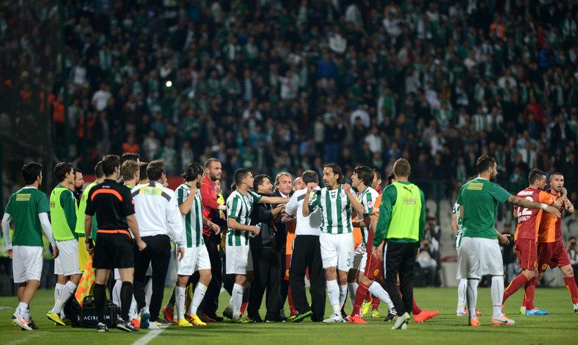 Öte yandan Türk Telekom Arena'da oynanan ilk karşılaşmada da iki oyuncu tartışma yaşamıştı.