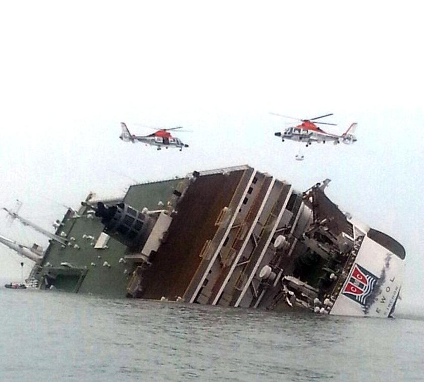 Çoğu tatile giden öğrenci ve öğretmenleri Jeju Adası'na götüren feribot, henüz bilinmeyen bir sebeple batmaya başladı.