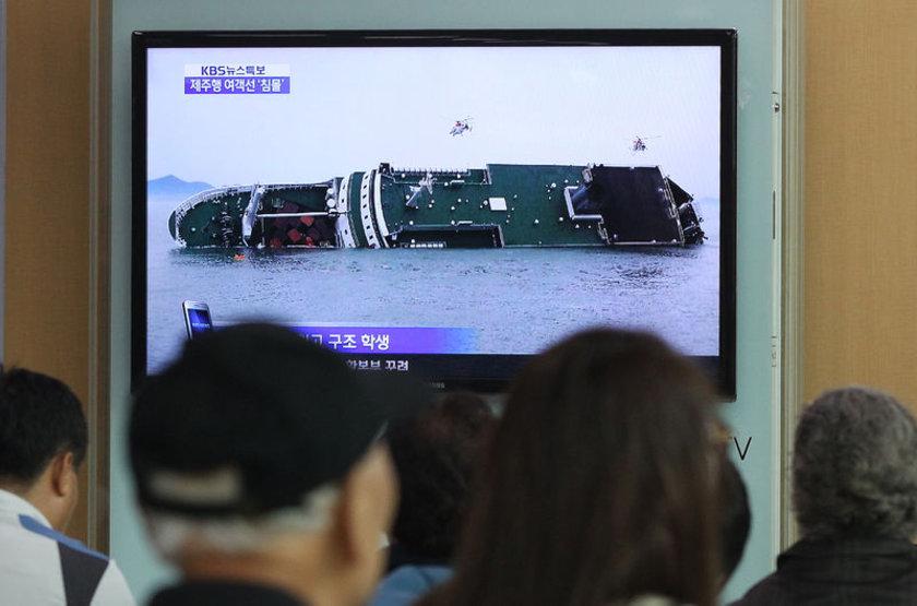 Geminin imdat sinyali göndermesi üzerine bölgeye onlarca helikopter ve kurtarma gemisi gönderildi.