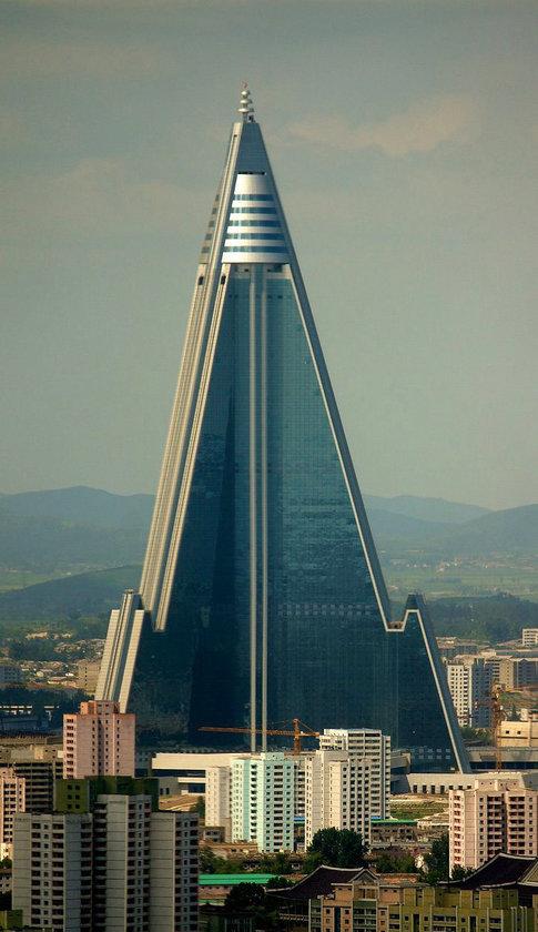 <b>47. Ryugyong Hotel.</b>\n<br>Pyongyang, North Korea, 330m