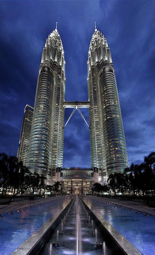 <b>8. Petronas Tower 1 & 2</b>\n<br>Kuala Lumpur, Malaysia, 452m
