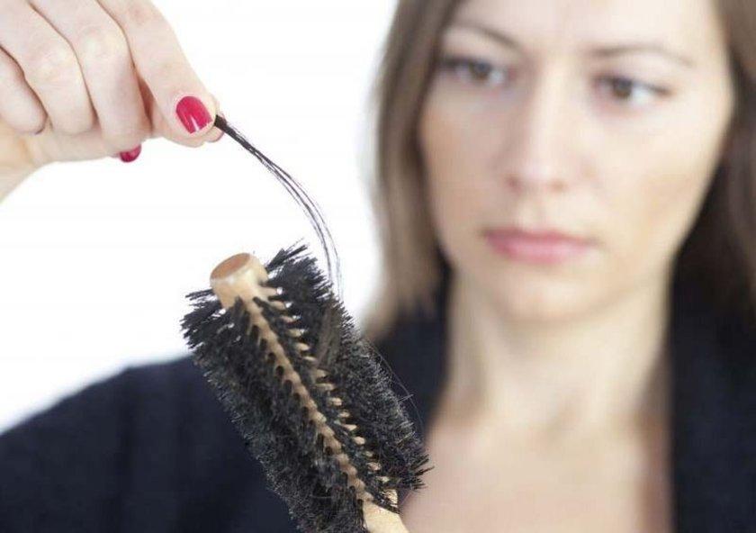Üstelik sadece erkeklerin değil kadınlarında saçı daha erken ve fazla dökülüyor, zayıflıyor. \nUzman doktorlar bu konuya dikkat çekerek şunları söyledi: