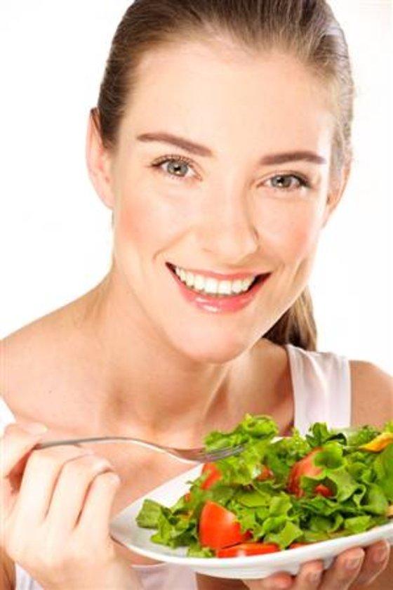 B vitaminleri, magnezyum ve demirden zengin, çiğ tüketilen koyu yeşil yapraklı sebzeler(ıspanak, brokoli, marul, roka, semizotu, nane, maydonoz, kekik vb) tam tahıllı buğday...