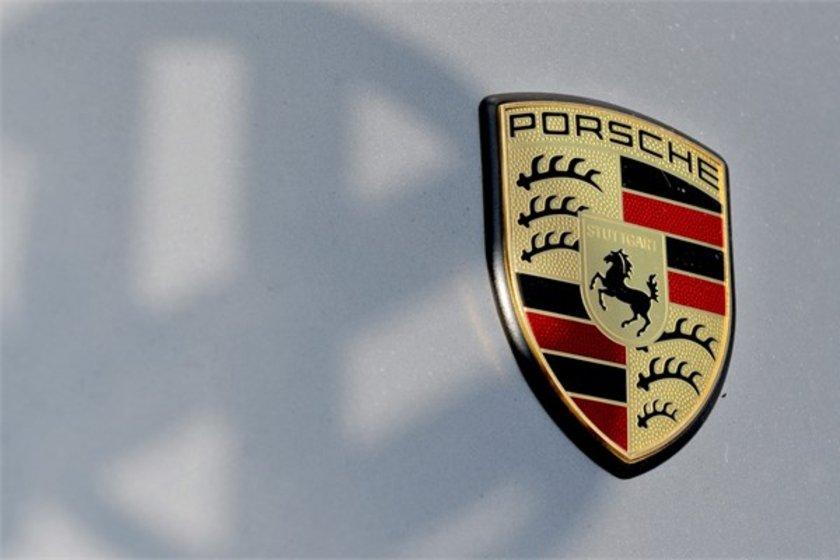 98- Porsche\n<br>Marka değeri 11,370 milyar dolar.