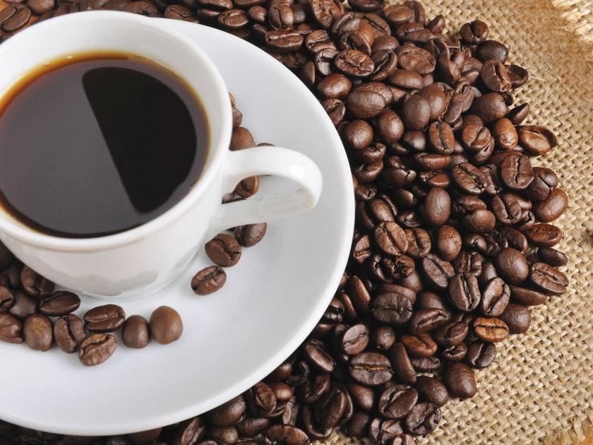 <b>Kafein:</b> Kolalı içecekler, çikolata ve kahvede bulunur. Yüksek kafeinin vücudun adrenali salgılanmasına neden olarak tansiyonu yükseltici etkisi bulunmaktadır.