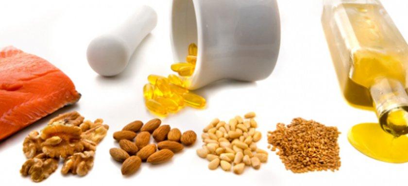 <b>Omega 9:</b> Zeytin yağı, avakado, badem, yer fıstığı, pecan fındığı, fındık yağı omega 9 içeren yağlardır. Oleic asit olarak adlandırdığımız omega 9, damar sertliği riskini düşür ve kan basıncını dengeler.