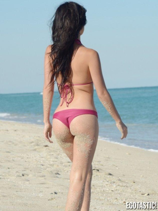 Plajda tek başına...