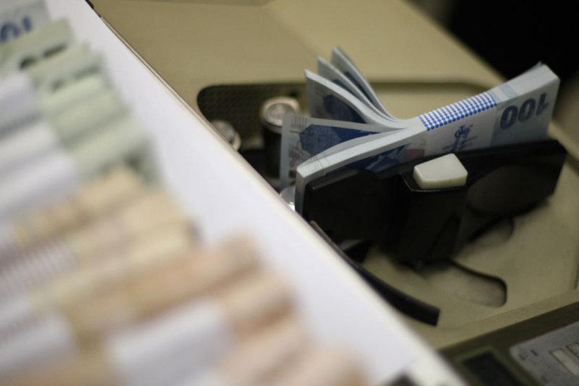 Gelir İdaresi, 2013 yılının vergi rekortmenlerini açıkladı. Gelir İdaresi Başkanlığı'na göre, Türkiye genelinde 2013 vergilendirme dönemi için yıllık gelir vergisi beyannamesi ile beyan edilen matrah toplamında bir önceki döneme göre yüzde 13,4,