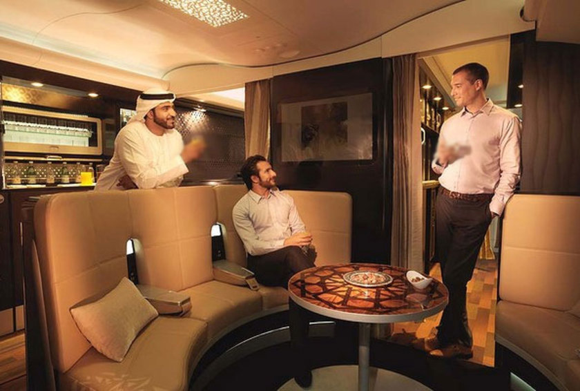 Diğer havayolu firmalarını kıskandıracak girişim kapsamında A380'lerde, dünyada ilk olarak banyolu 'rezidans' kabini gelecek...
