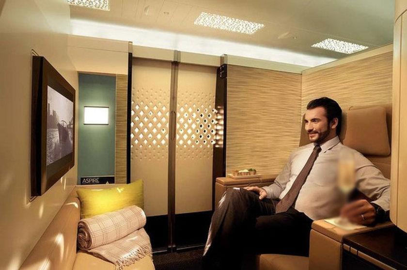 Aralık ayında kendilerine teslim edilecek ilk A380'e kurulacağı açıklanan rezidansta televizyonlu, yemek masalı, kanepe ve minibarlı bir oturma odası, çift kişilik bir yatak odası ve LCD televizyonlu bir banyo bulunuyor...