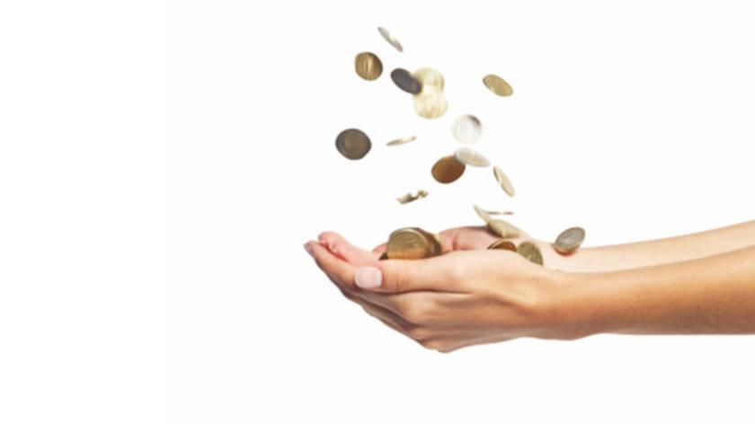 Örneğin, Las Vegaslı milyoner David Sapper, yılda 500 bin dolar kazanmasına rağmen aylık harcamasını 2 bin 500 dolarla sınırlıyor. Kendisi böylece daha erken emekli olabileceğini söylüyor.