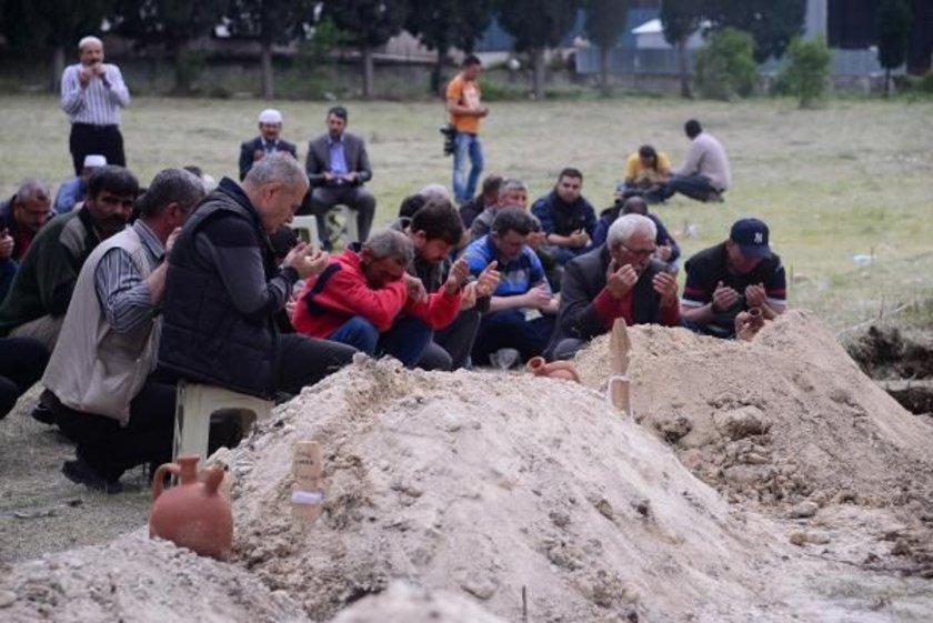 Soma'daki trafo patlaması sonucu yangın çıkan kömür madeninde yaşamını yitiren işçilerin aileleri, belediyeden cenazelerin yan yana gömülmelerini istedi.
