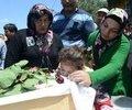 Soma'daki maden ocağı faciasında yaşamını yitiren maden işçileri için toplu cenaze töreni düzenlendi. Savaştepe'deki toplu cenazede ise bütün dikkatleri 2 yaşındaki Hira Nur çekti.