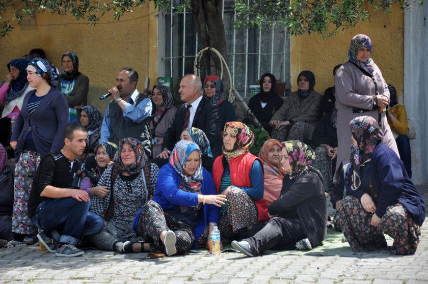 Emin Mazı (30) ve Bilal Malkoç'un (27) cenazeleri, dün Manisa'nın Kırkağaç ilçesindeki soğukhava deposundan alınıp, memleketleri Savaştepe'ye getirildi.