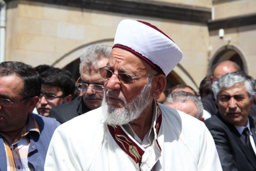 Karayel'in cenaze namazı emekli imam olan dedesi kıldırdı.