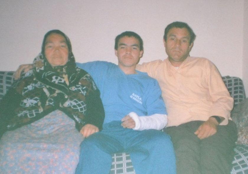 Madende hayatını kaybeden Osman Özgün'in ailesi..