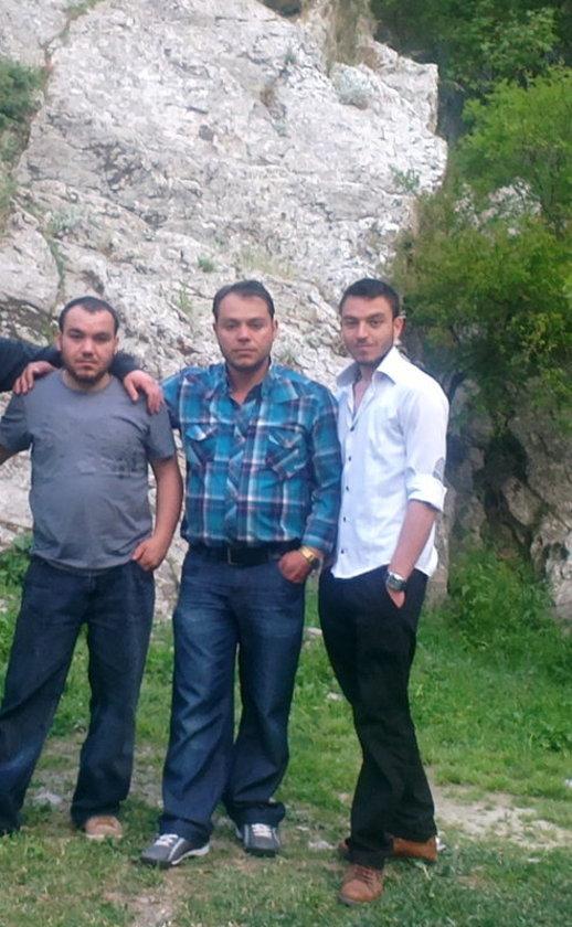 Madende hayatını kaybeden Osman Özgün, yine madenci olan ağabeyi Davuz Özgün, rapor alıp madene gitmeyip kurtulan Şahin Özgün (soldan sağa). \n