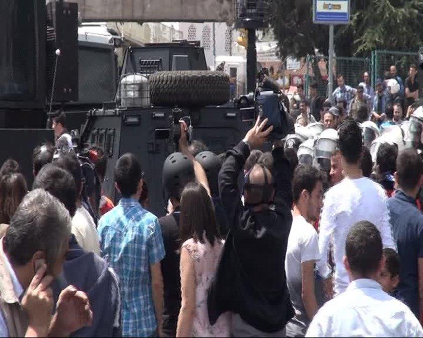 Okmeydanı'nda polisler ile göstericiler arasındaki gerginlik gün boyu devam etti.