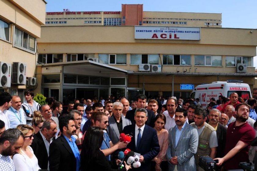 CHP İstanbul İl Başkanı Oğuz Kaan Salıcı ve sanatçı Ferhat Tunç, Uğur Kurt'un kaldırıldığı Okmeydanı Hastanesi'ne gelerek sağlık durumuyla ilgili bilgi almıştı.