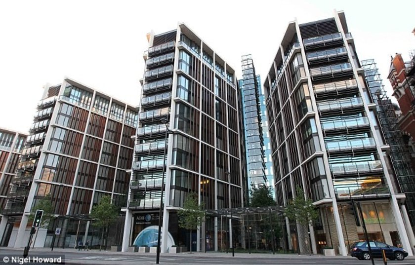 <p>4) Penthouse D, One Hyde Park - $ 225,000,000</p>