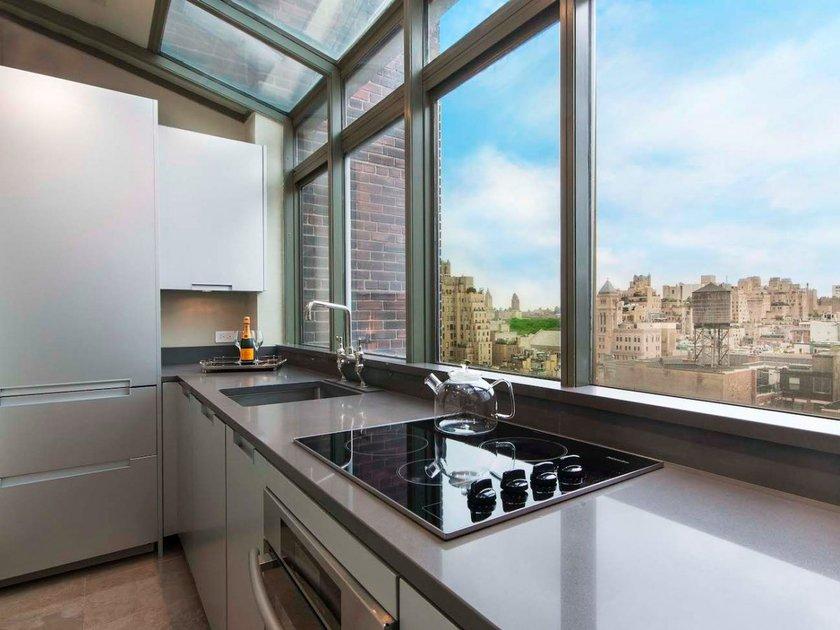 <p>New York'ta olan bu daire 3 yatak odalı suit daire olarak piyasaya çıktı.</p>