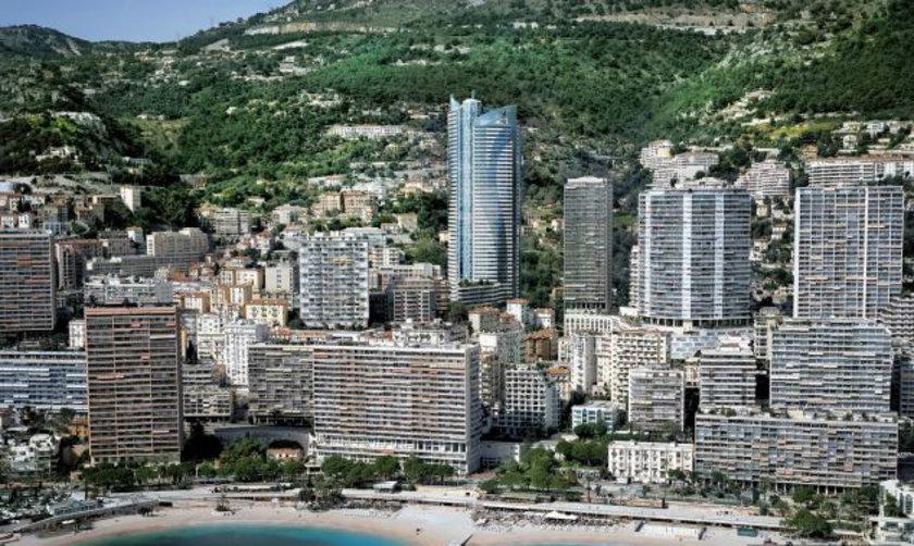 <p>Akdeniz kıyısında yer alan ikinci en yüksek bina olan Tour Odéon'da yer alan daire, yerden 165 metre yukarıda bulunuyor.</p>