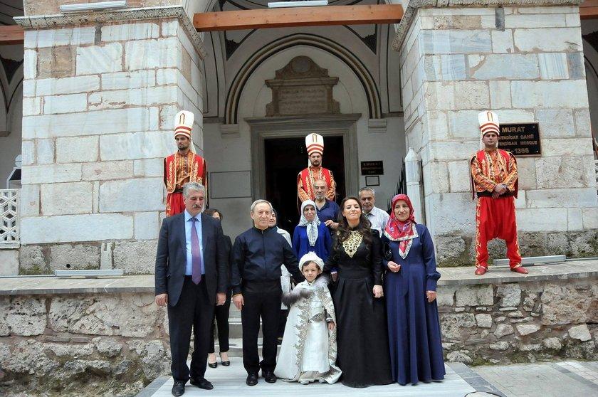 Vali Yardımcısı Özcan'ın gösterişli düğünün ardından yaş haddi nedeniyle emekli olduğu öğrenildi.