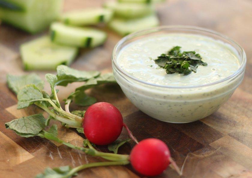 Yoğurt, iyi bir protein ve kalsiyum-fosfor kaynağıdır.