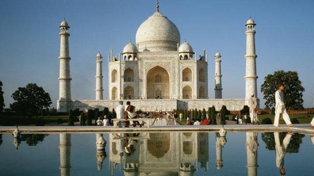 an essay on the magnificent taj mahal