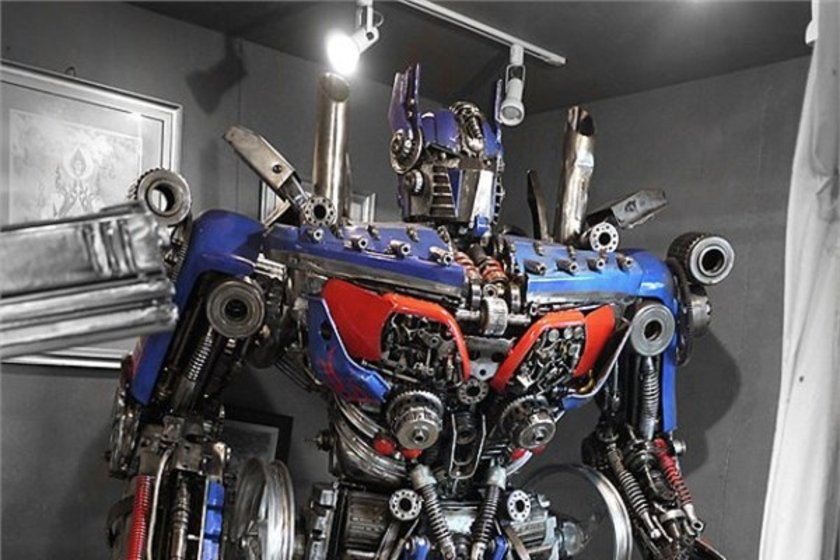 Optimus heykeli\n<br>10 bin 500 dolar