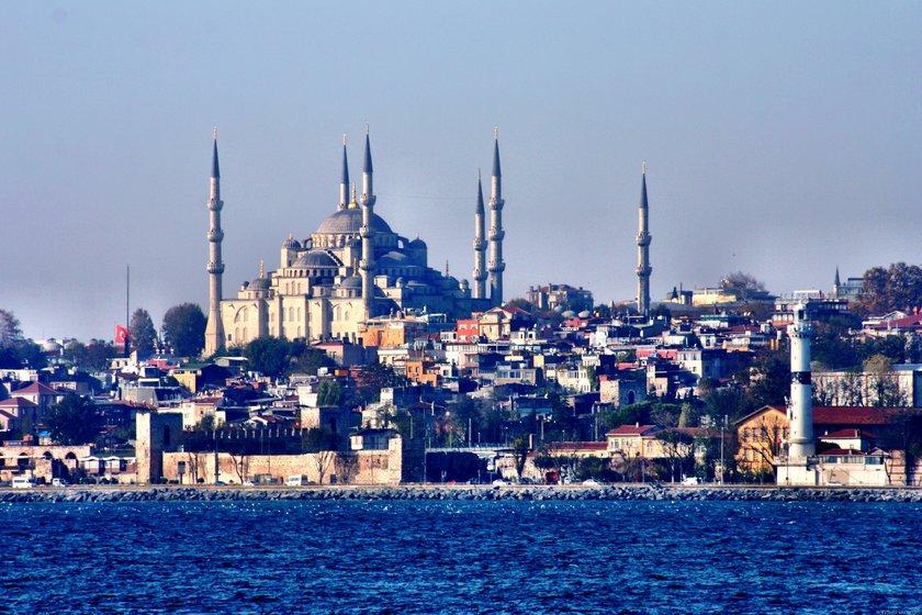 Türkiye genelinde İstanbul'dan Ankara'ya İzmir'den Eskişehir'e Adana'dan Denizli'ye kadar gelişen kentlerde öne çıkan bölgeler son iki yılda yüzde 30'lardan yüzde 167'lere varan oranlarda prim yaptı.