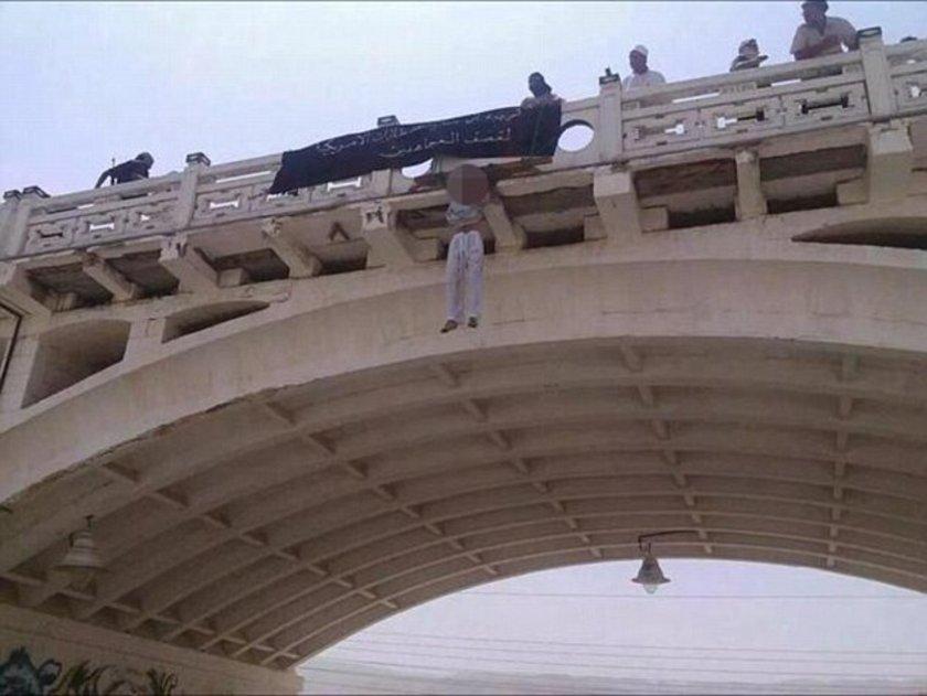 El Kaide militanları casusuluk suçlamasıyla yakaladığı iki Suudi Arabistanlı erkeği Yemen'de astı.