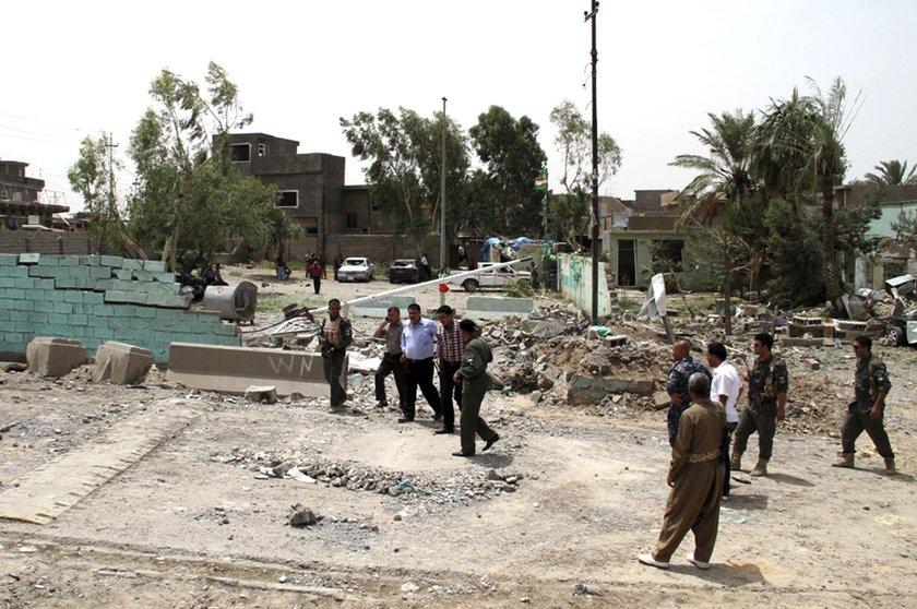 Musul'a giden Irak Kara Kuvvetleri komutanının da helikopterini kentte bırakarak Erbil'e kaçtığı, buradan da havayoluyla Bağdat'a geçtiği ileri sürüldü.