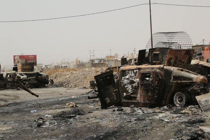 Hatta bu araçların bir kısmı Suriye 'ye götürülmüştü. Örgütün ayrıca Musul'da iki adet Amerikan Bell 427 tipi saldırı helikopterini ele geçirdiği söyleniyor.\n