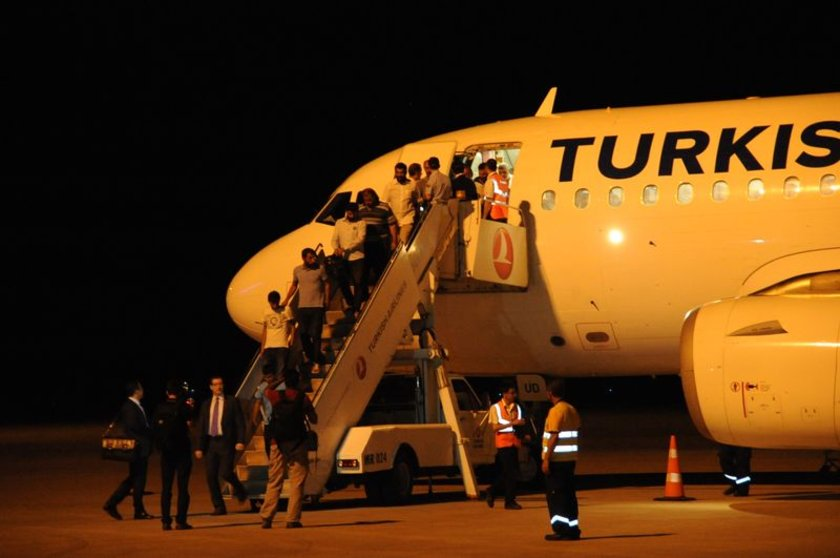 GAP Havaalanı'nda şoförleri Şanlıurfa Valisi İzzettin Küçük, Büyükşehir Belediye Başkanı Celalettin Güvenç ve protokol üyeleri ile yakınları karşıladı.