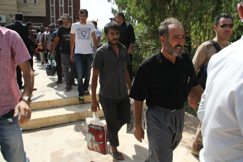 Türk şoförler, Türk yetkililer tarafından Mahmur'da karşılandı, araçlarla Erbil'e doğru yola çıkıldığı bildirildi.