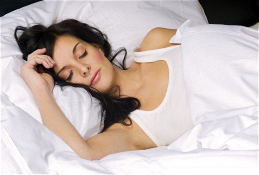 Gece yatmadan 3 saat önce yemek yemeyi bırakın