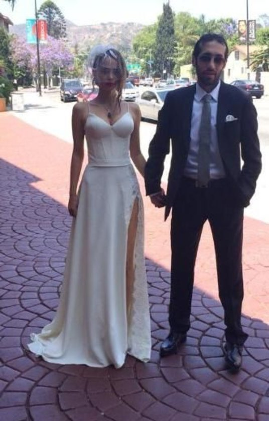 <br><b>PELİN SÖNMEZ'İN EVLİLİĞİNİ DÖVME Mİ BİTİRDİ<br></b> 1 Haziran'da evlendiği Cengiz Çolak'tan sürpriz bir şekilde boşanan oyuncu Pelin Sönmez hakkında ilginç bir iddia ortaya atıldı.