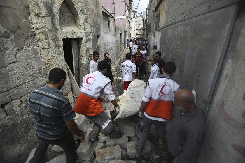 Filistinli sağlık yetkilileri dün Gazze'nin Şucaiye mahallesine düzenlenen saldırıda en az 100 kişinin öldüğünü bildirdi.
