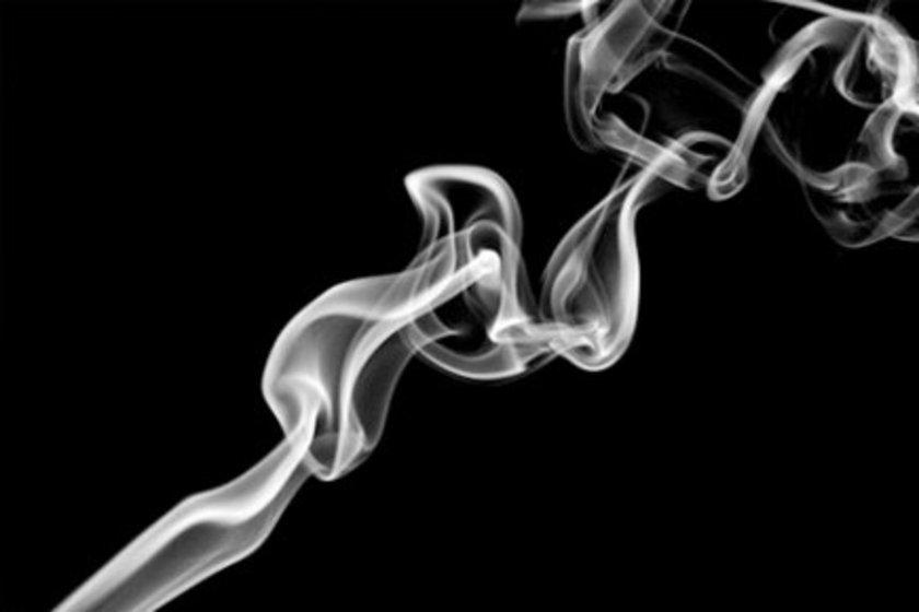 Sigarayla savaşa içinizden gelerek başlayın\n\nSigara kalp hastalıkları için büyük risk oluşturuyor ancak bu kötü alışkanlığı bırakabilmek hiç göründüğü kadar kolay değil. Eğer sigara içiyorsanız yeni açılan terapiler hakkında doktorunuzla görüşün