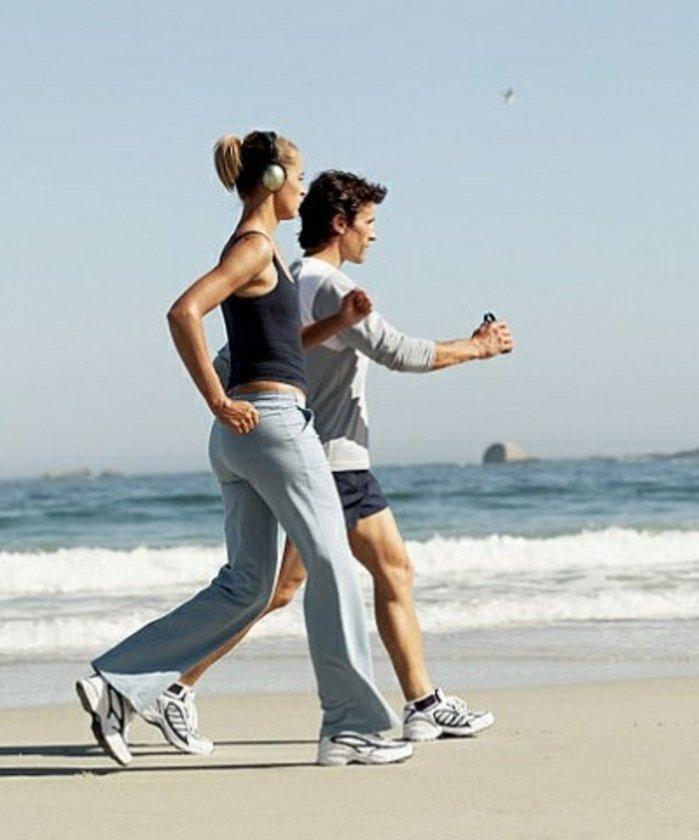 Kalbi sağlam insanlarla vakit geçirin\n\nEgzersizin kilonuzu düşürerek ve HDL kolesterolü yükselterek kalp sağlığınıza katkıda bulunduğunu biliyorsunuz ancak bir arkadaşla birlikte egzersiz yapmak başka faydalar da sağlar