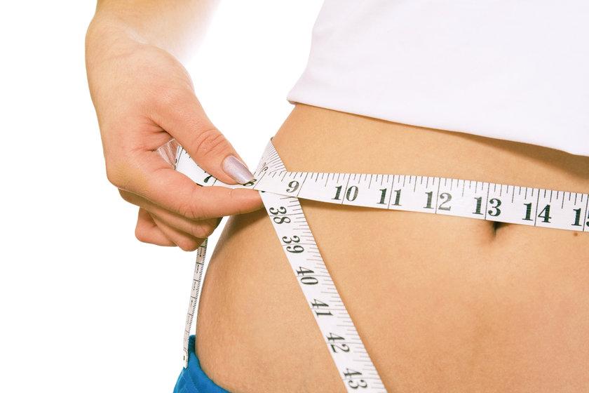 Kalp sağlığınızı ölçmek için önce belinizi ölçün\n\nBir şerit metre alın ve belinizi ölçün. Kadınlarda 65cm. erkeklerde 70 cm. üzeri bel ölçüleri hem kalp hastalıkları riskine, hem de tip 2 diyabet hastalığı riskine açık demektir